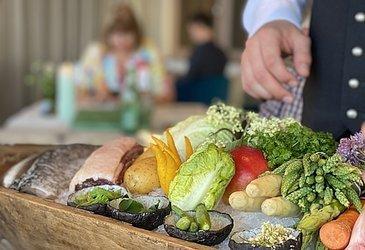 Speisekarte auf einem Speisewagen