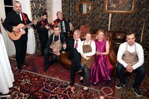 Gastgeber Familie Gröller mit dem Russian Gentlemen Club und den Berezutskiy Twins