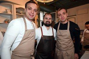 Lukas Nagl mit Ivan und Sergej Berezutskiy vom Restaurant Twins Garden Moskau
