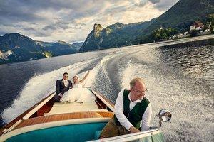 Brautpaar am Boot mit Wolfgang Gröller