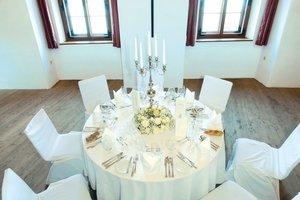 Klostersaal mit Tischdeko